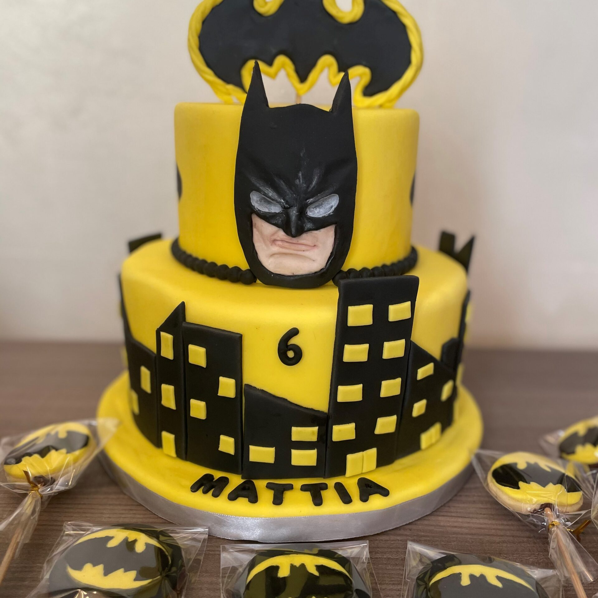 batman cake and cookies